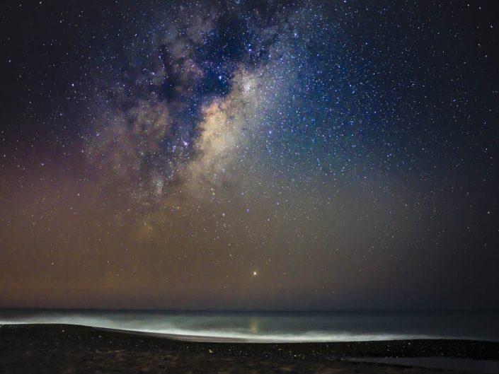 Fotografia de paisaje nocturno via láctea